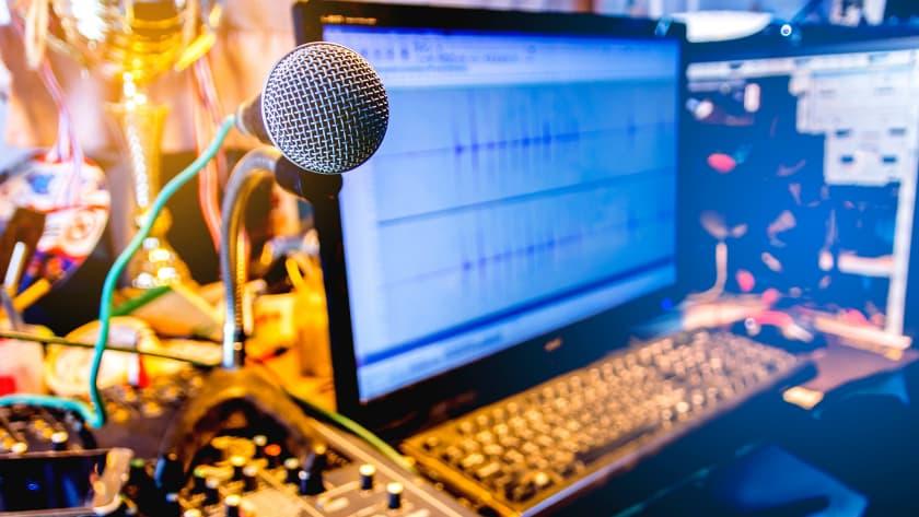 how to make money online voiceover artist